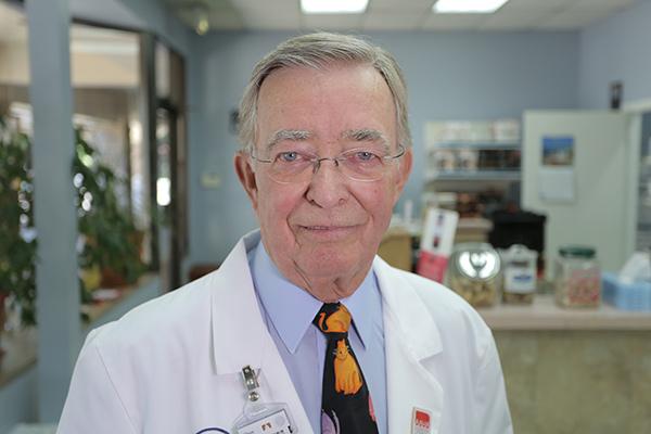 Dr. Mulnix, image from http://mulnixanimalclinic.com/