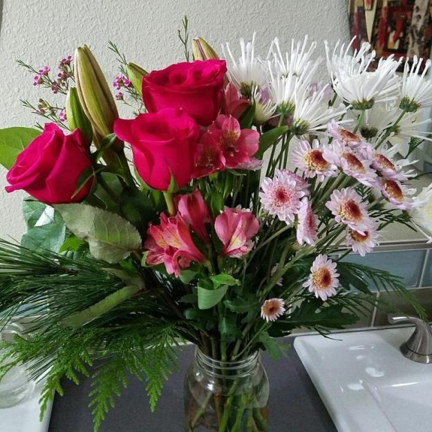 flowersinthebathroom04